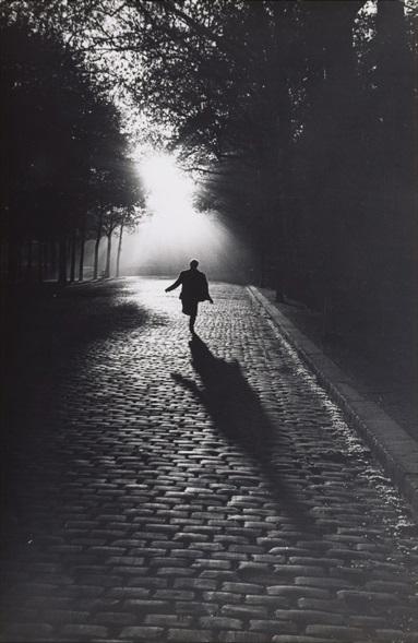Sabine Weiss - L'homme qui court